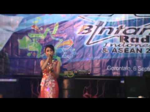 Juara I Putri Bintang Radio Indonesia dan Asean (Apalah Arti Rinduku)