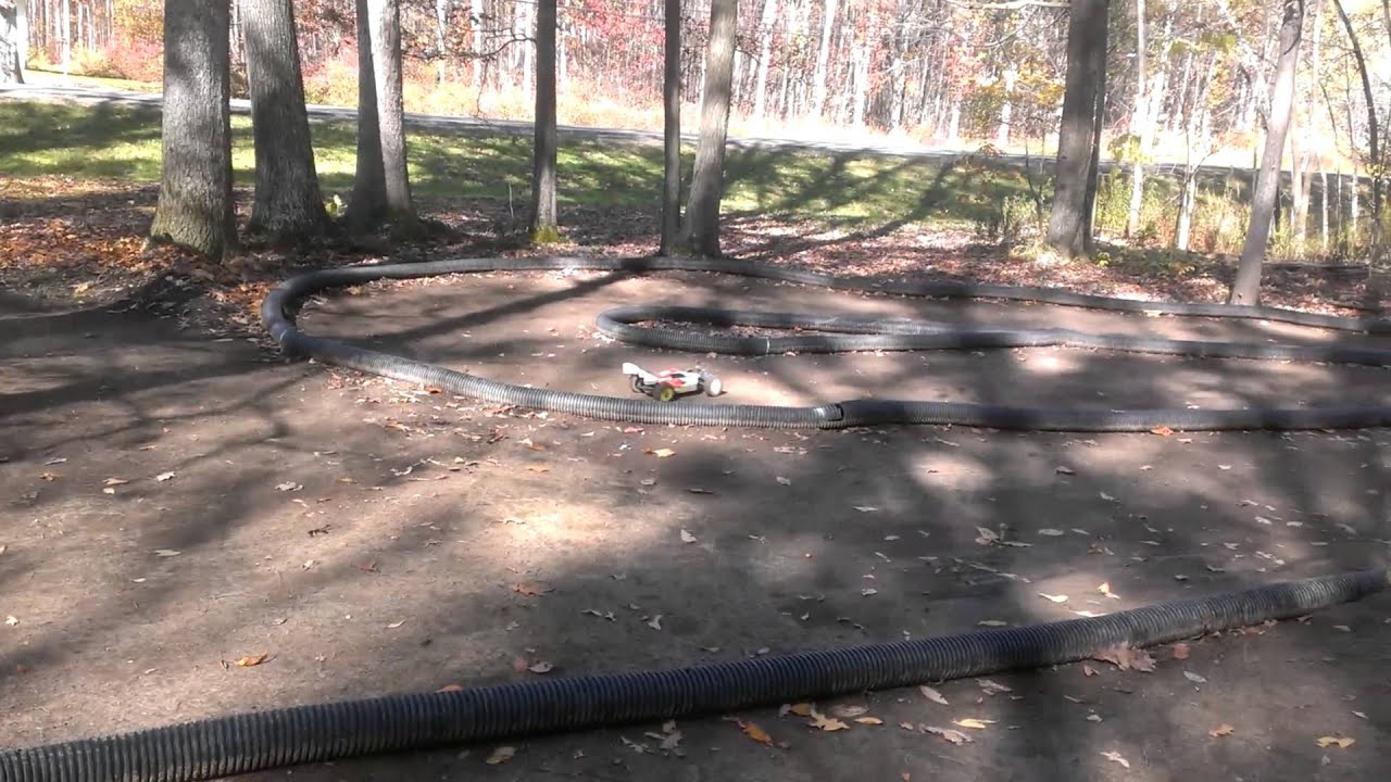 Awesome small backyard rc track - YouTube