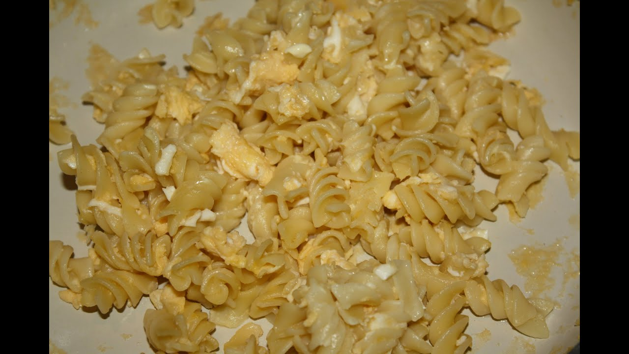 Макароны с сыром и яйцом на сковороде