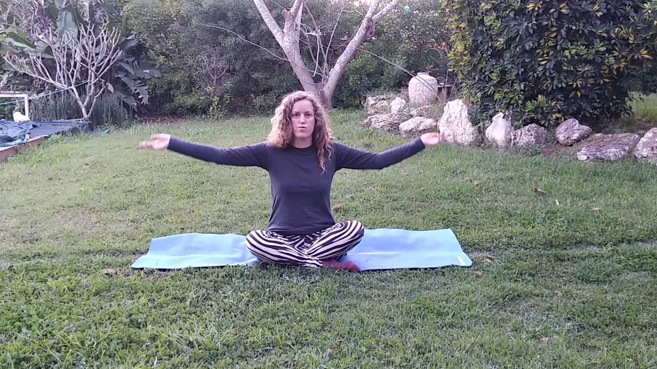 תרגיל יוגה  תרפיה להורדת המתח באיזור  השכמות והעורף