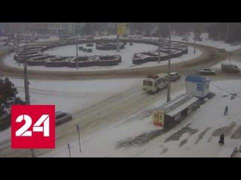 Самолет застрял в сугробе в Кемерове