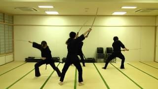 殺陣集団和太刀の稽古風景です。舞の要素を少し取り入れた三人絡みの殺...