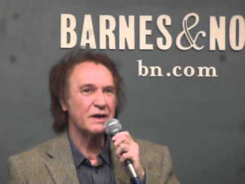 Ray Davies talks about Dave Davies and a possible reunion. 10-25-13 NYC