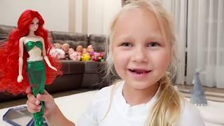 Алиса играет с КРАСИВОЙ куклой  русалочкой !