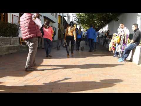 #8625,-personas-caminando-por-una-calle-[raw],-calles-de-la-ciudad