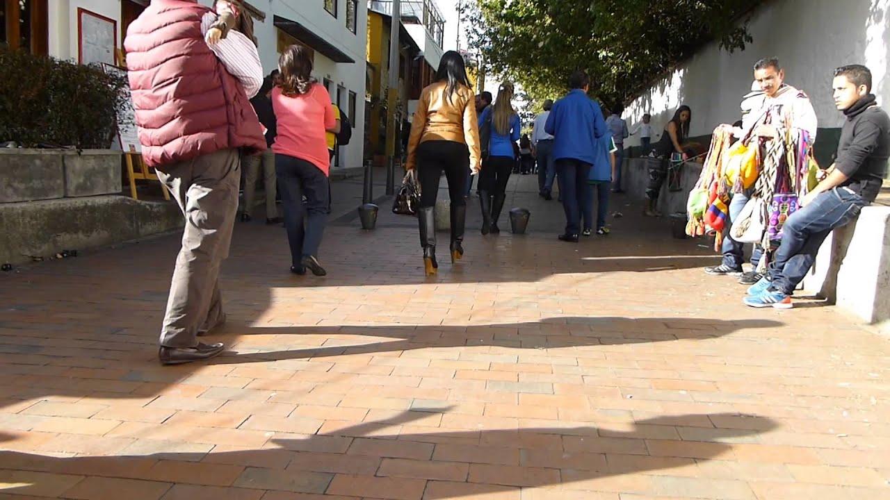 #8625, Personas Caminando Por Una Calle [Raw], Calles De
