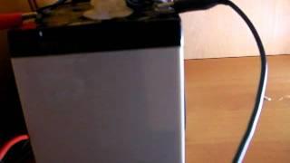IMPIANTO FOTOVOLTAICO CASALINGO(Ecco a voi il mio nuovo e terzo video del mio impiantino fotovoltaico autono per l'illuminazione di una stanza., 2012-02-04T20:02:22.000Z)