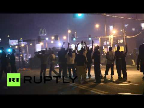 USA: Police shoot rubber bullets at Ferguson's protesters and reporters