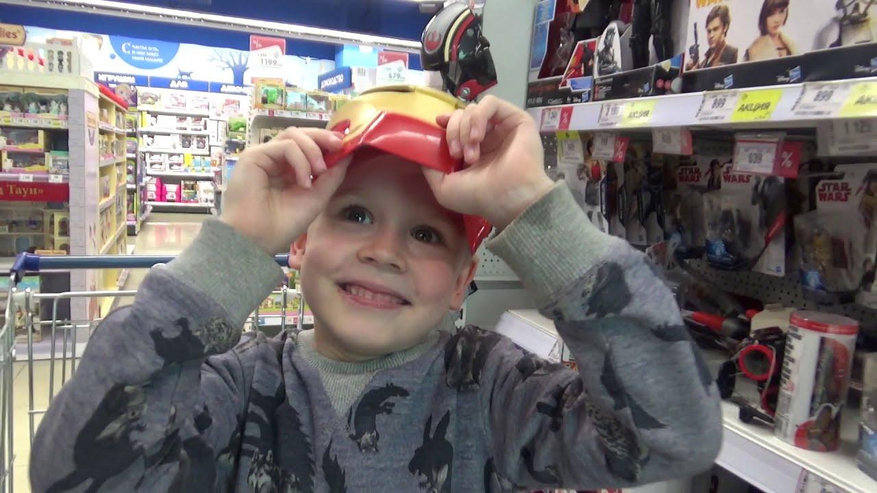 Войнушки в детском магазине Смотрим игрушки и оружие для детей