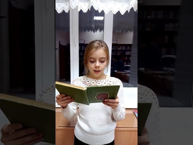 Изображение предпросмотра прочтения – ЮлияМоторина читает произведение «Мартышка и очки» И.А.Крылова