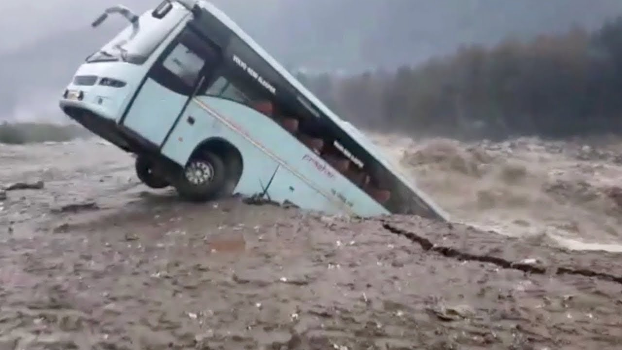 Extremely Dangerous Bus Crossing Flooded Rivers Success and Failure, Driving Skills on Dangerous