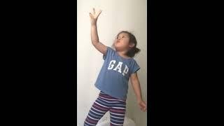 YOONA SINGING FUNNY BABY SHARK SONG!!! AND THE YELLOW SUBMARINE