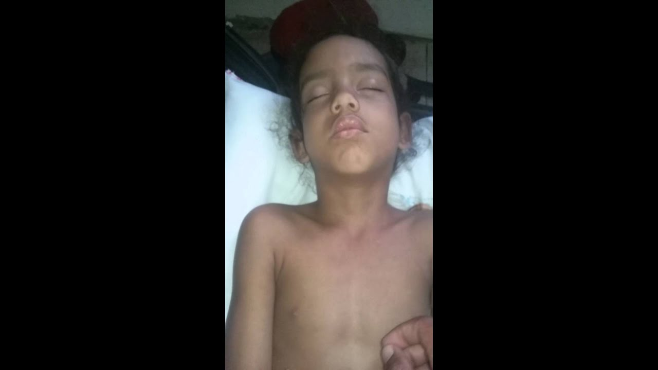 Minha irmã tá dormindo na mala kkkkk