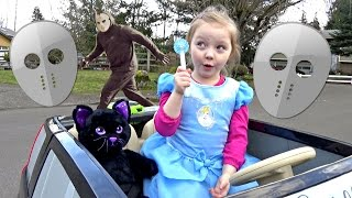 Little PRINCESS! Cinderella and Elsa CATCH the Stuft Animal THEIF! Mask skit. POWER WHEELS!