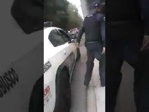 Captan a policías ahorcando a trabajador en Iztapalapa