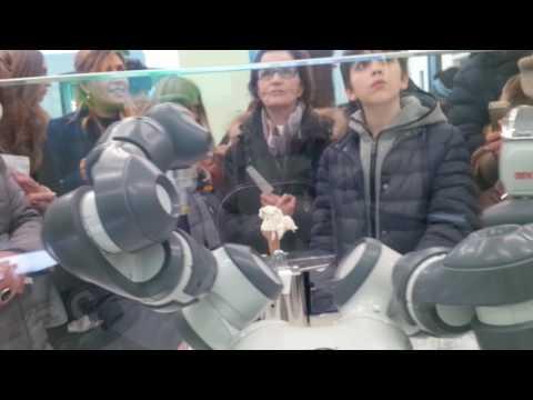 Yumi Robot Gelato Frigogelo Gelateria al 23
