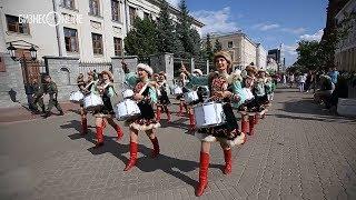 Шествие духовых оркестров России на Баумана: стартовал фестиваль «Фанфары Казани»