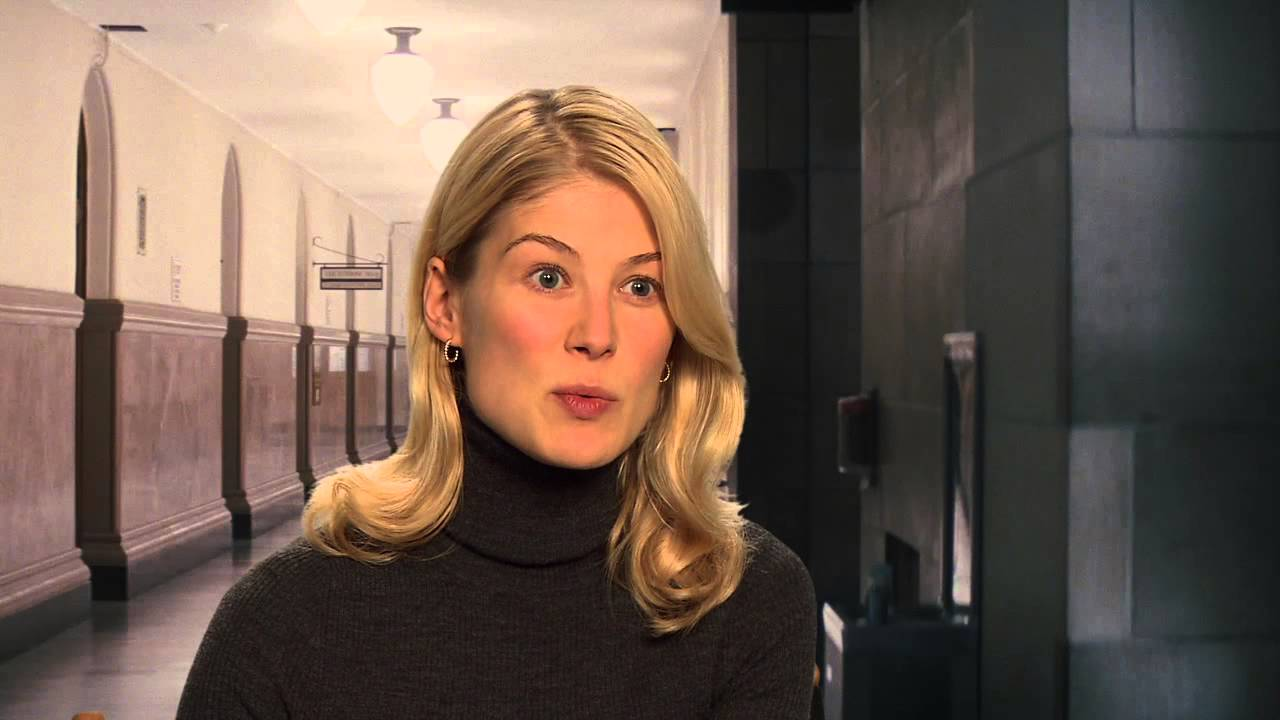 Rosamund Pike 'Jack Reacher' Interview! - YouTube