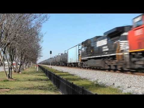 CN 5707 leads NS 64Q at Warner Robbins,GA