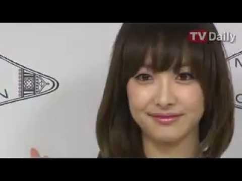 [TVdaily] 130328 Seoul Fashion Week 2013 F/W 'MAG & LOGAN' - Victoria & Krystal