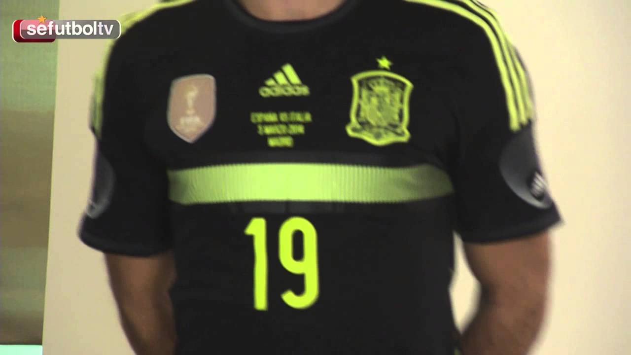 eb955d1ffc0 Esta es la nueva equipación de la Selección española - YouTube