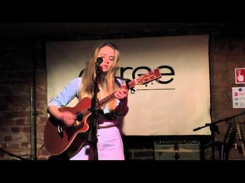 Hannah Robinson - Curious - Artree Live [Artree Music]
