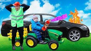 Малыш на Большом тракторе приехал на помощь к папе починить машину