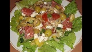 Греческий салат с оливками и брынзой