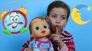 Эмилюша Как Мама укладывает Спать свои Непослушные игрушки! Видео песенка