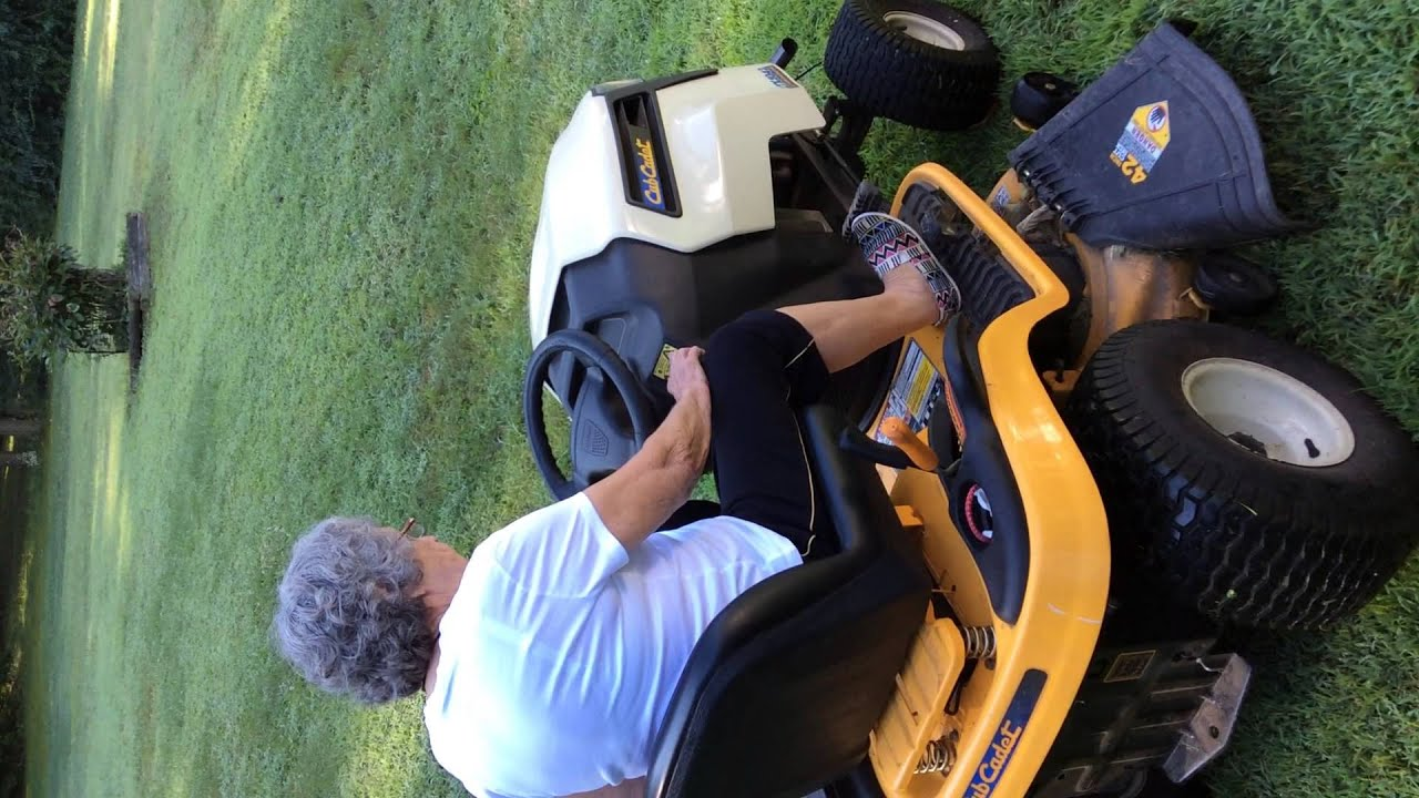 Cub Cadet Ltx 1042 Hydrostatic Riding Lawn Mower Youtube