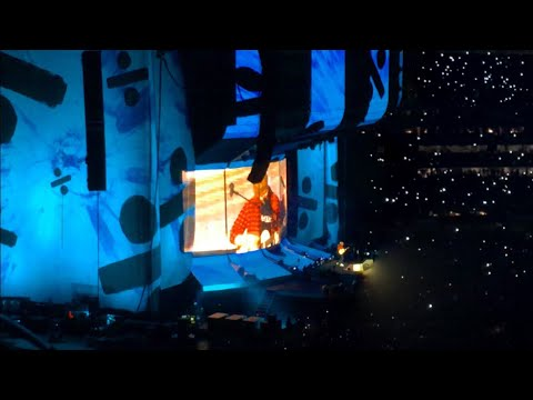 """Ed Sheeran Divide World Tour 2018 - """"Castle On The Hill"""" Live In Perth"""