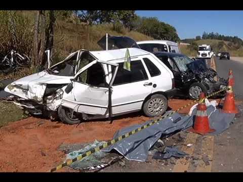 Acidente carros BR 267 mata 4 AL 16062014