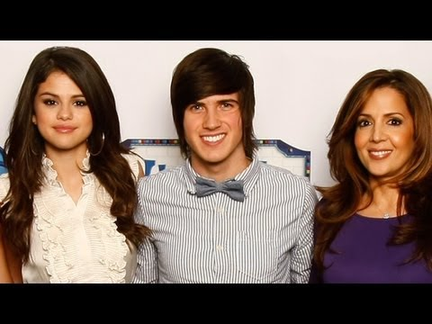 I INTERVIEWED SELENA GOMEZ & THE CAST OF WIZARDS OF WAVERLY PLACE!