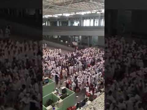 Indonesian Hajj group at Madinah Airport recite salawt while at immigration. Subhan'Allah