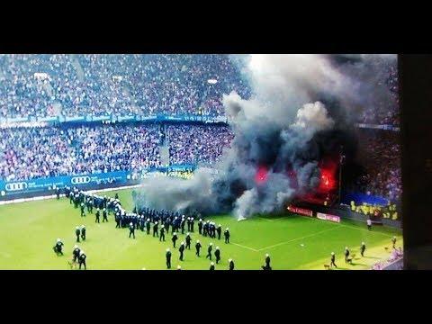 Disturbios durante el partido en el que ha descendido el Hamburgo
