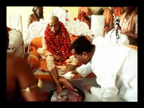 Prabhupada 0830 Vaishnava Felsefesi Budur  Biz Hizmetkar Olmaya Çalışıyoruz