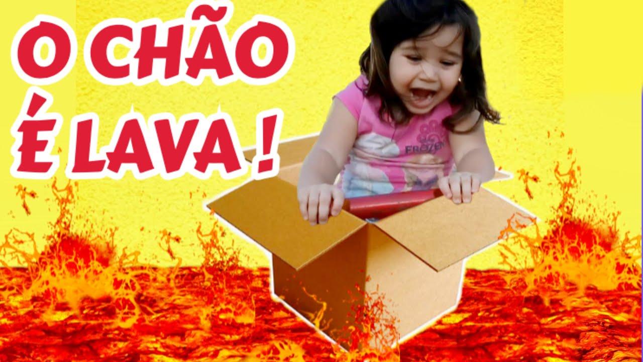 """SUPER LÍVIA BRINCANDO DE """"O CHÃO É LAVA""""! The Floor is Lava Challenge"""