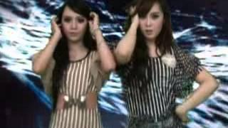 DUO KUCING. Galau. Dewi RZ & Qiqi RZ