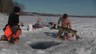 Extreme hand fishing under ice!