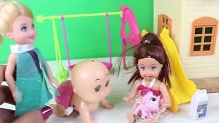 Chelsie Kardeşi Bebeğe Bakıyor Aile Parkmak Şarkısı Oyun Parkında Eğlenceli Çocuk Videosu
