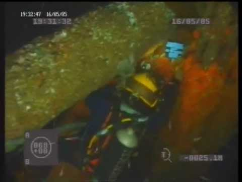 commercial diver,taking pictures .flv