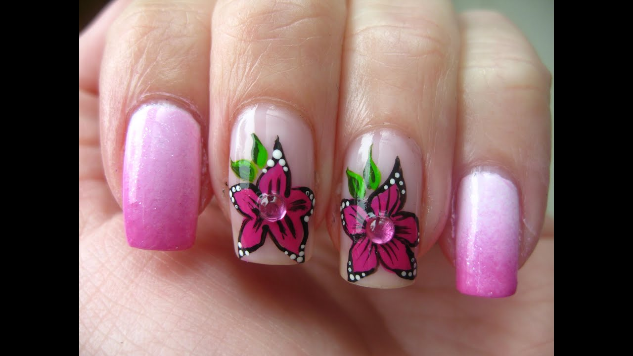 nail art pink flower and gradient