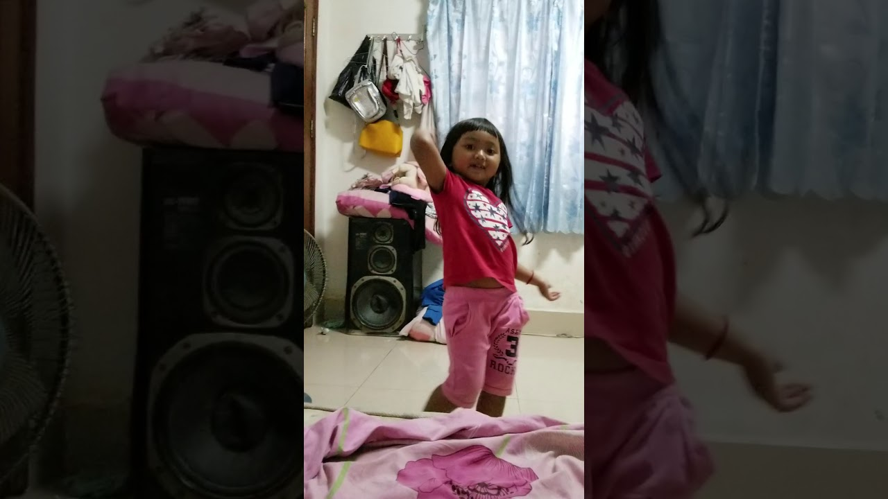 Baby shark cute girl dancing😍😍😍 - YouTube