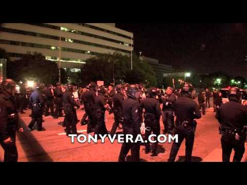 Documentary  LAPD evicting Occupy LA @ City Hall Park 11/30/11
