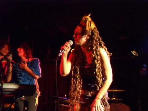 The Slits - Newtown (live)