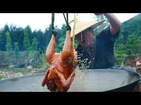 【Shyo video】秘製油淋雞,小伙一人啃一隻,真解饞