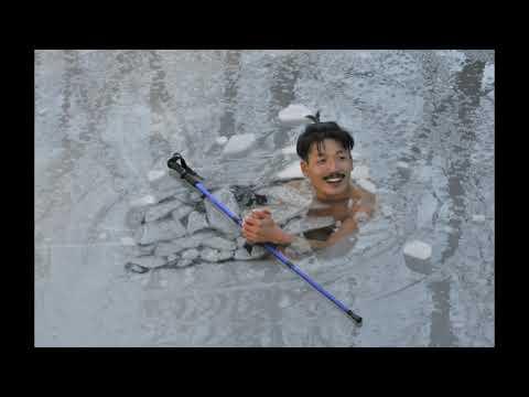 El soriano de origen chino que se baña en las aguas heladas del Duero. VALENTÍN GUISANDE