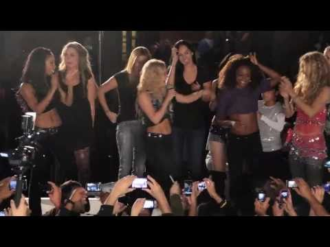 Shakira teaches fans the Loca dance
