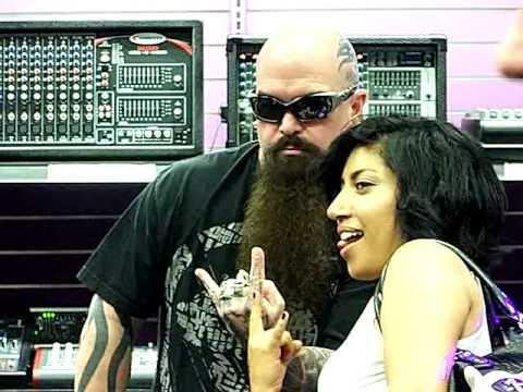 slayer kerry king signing autographs guitar center 8 21 2012 youtube. Black Bedroom Furniture Sets. Home Design Ideas