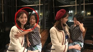 180921 YoonA with a kid @ The Negotiation  VIP movie premiere